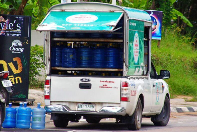Развозка питьевой воды в Тайланде