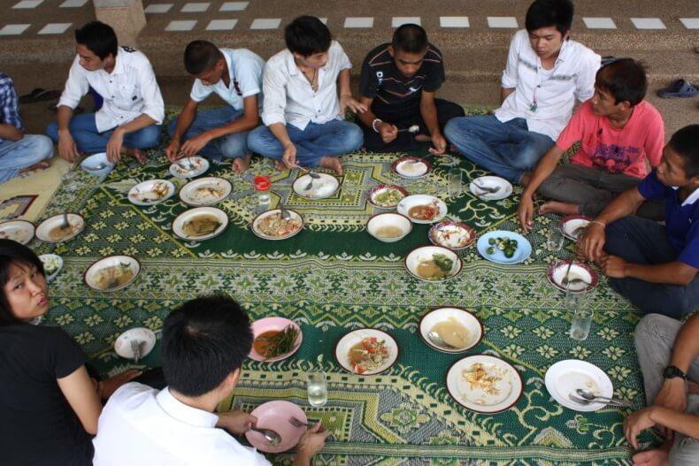 Чем едят тайцы