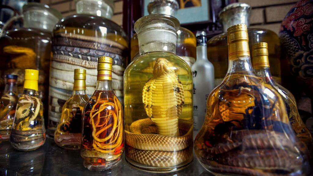 http://v-thailand.com/wp-content/uploads/2015/01/Snake-Alcohol.jpg