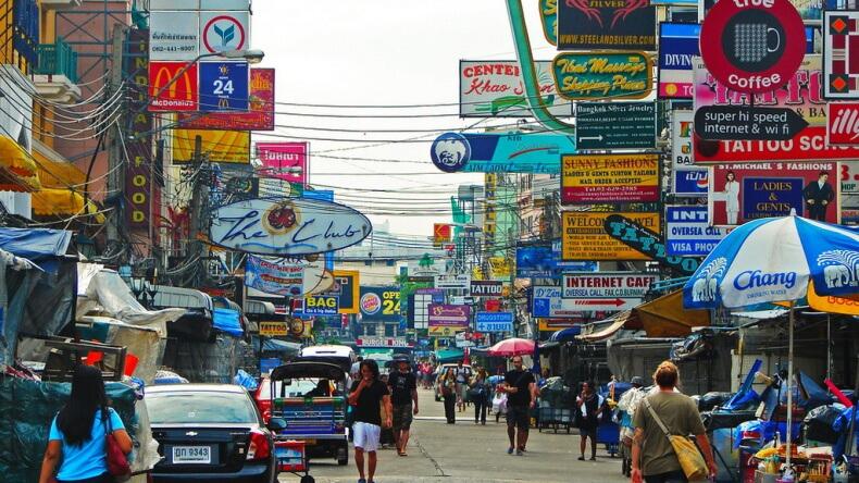 Улица Khao San Road в Бангкоке