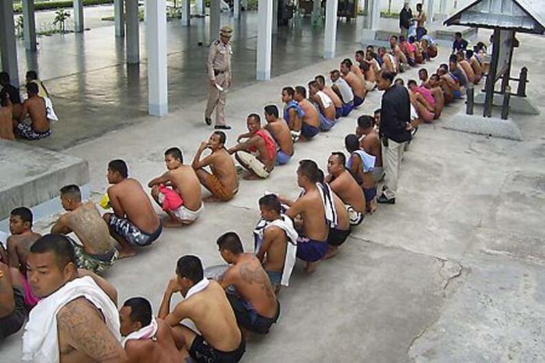 Заключенные перед принятием душа