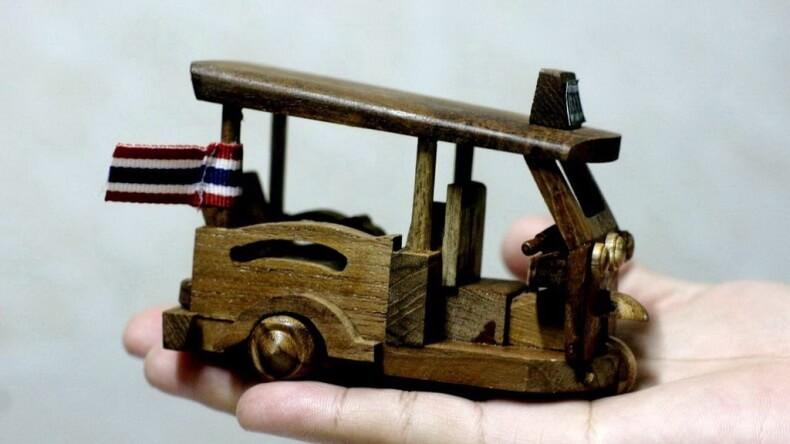 Деревянные игрушки в Тайланде