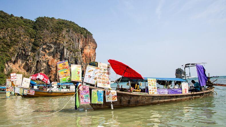 Лодка-ресторан в Краби