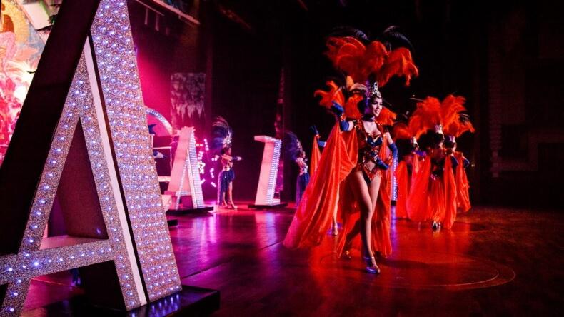 Шоу трансвеститов Альказар в Паттайе