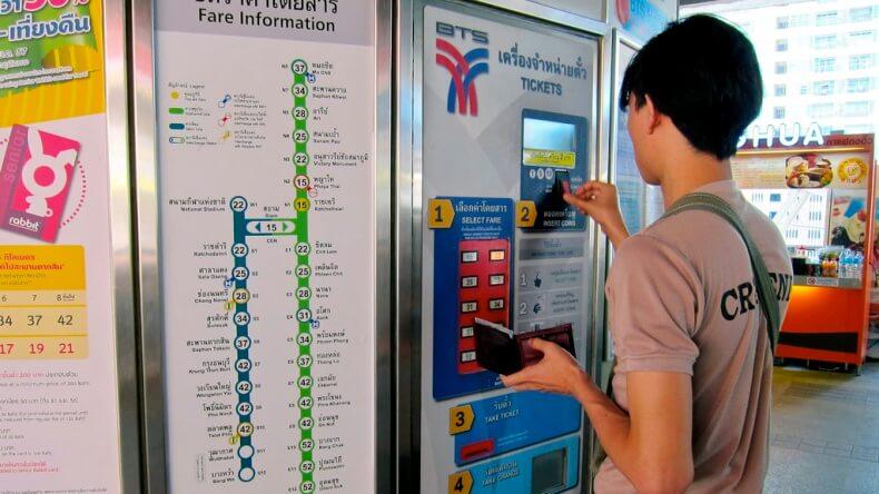 Терминал для оплаты надземного метро в Бангкоке