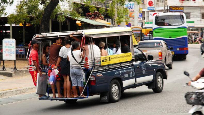 Добраться на сонгтео до пляжа Джомтьен в Паттайе