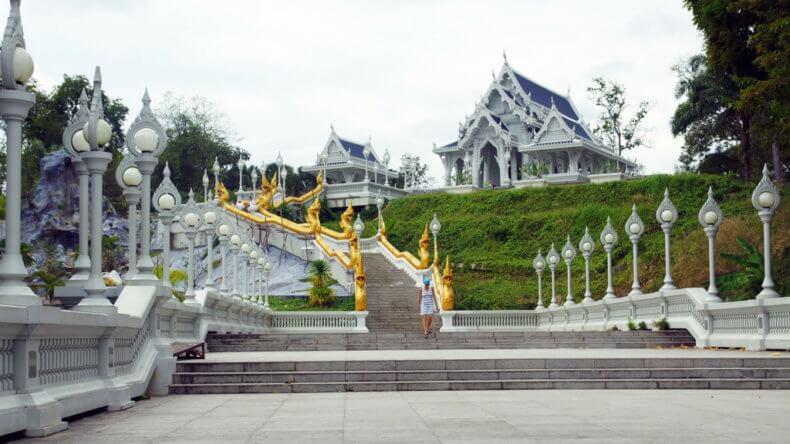 Храм Wat Kaew Korawaram в Краби Тауне