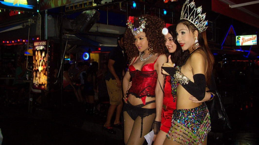 фото где тусуются трансики в таиланде