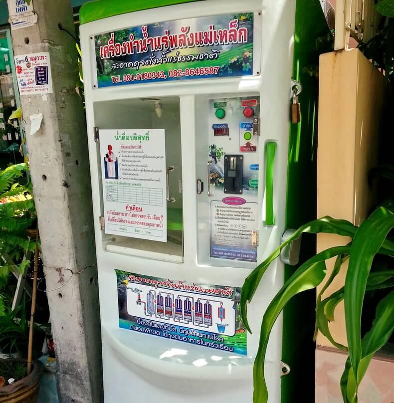 Автомат по продаже питьевой воды в Тайланде