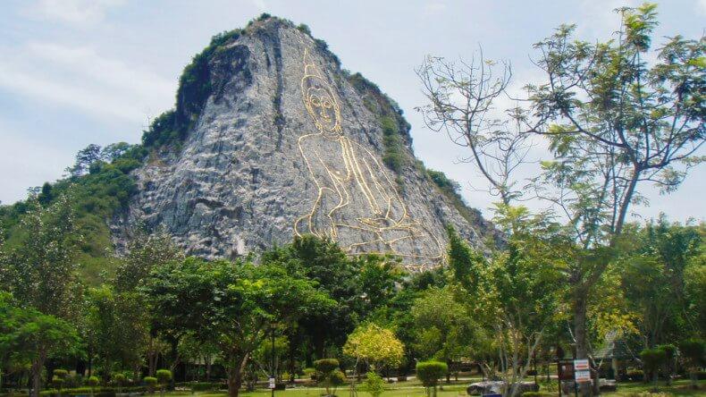 Гора Золотого Будды Кхао Чи Чан в Паттайе