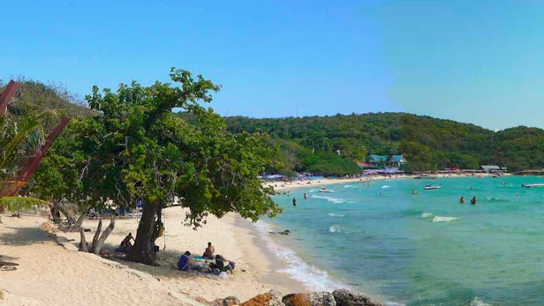 Обезьяний пляж на острове Ко Лан