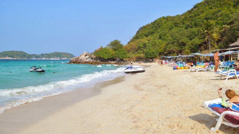 Пляж Та Яй на острове Ко Лан