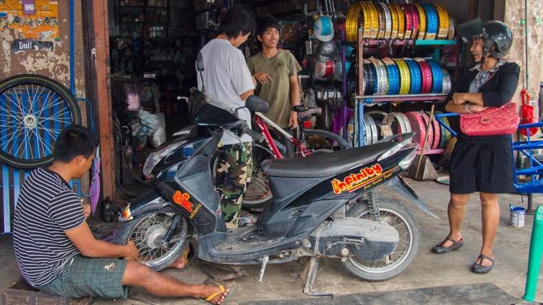 Одна из тайских ремонтных мастерских