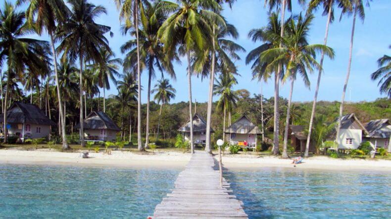 Отели в виде бунгало на побережье острова Ко Куд