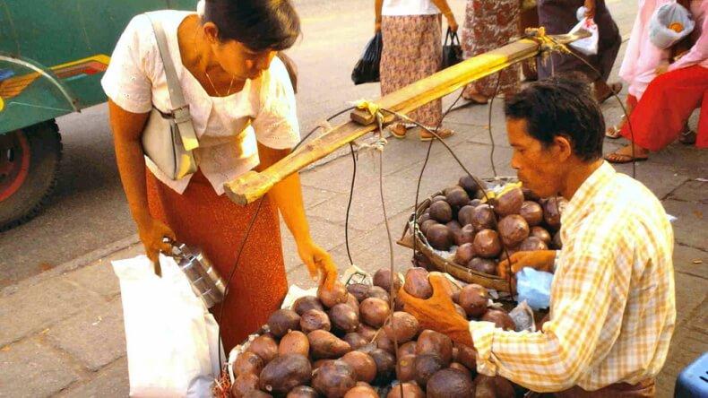 Торг с продавцами в Тайланде