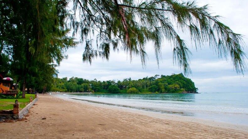 Пляж Ко Кванг на острове Ко Ланта