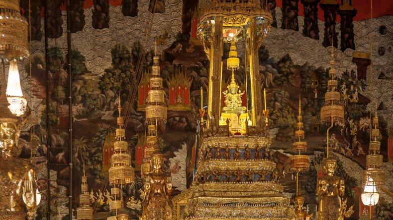 Храм Изумрудного Будды в Королевском дворце Бангкока