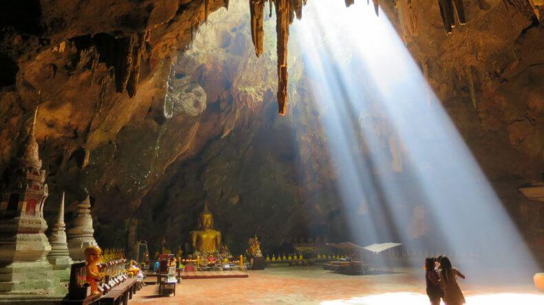 Пещерный храм Khao Luang Cave в Хуа Хине