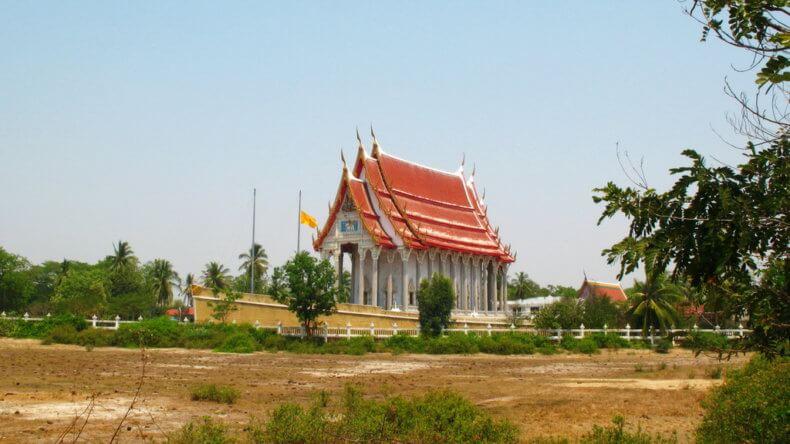 Корабль-храм Wat Ta Nod Luang в Хуа Хине