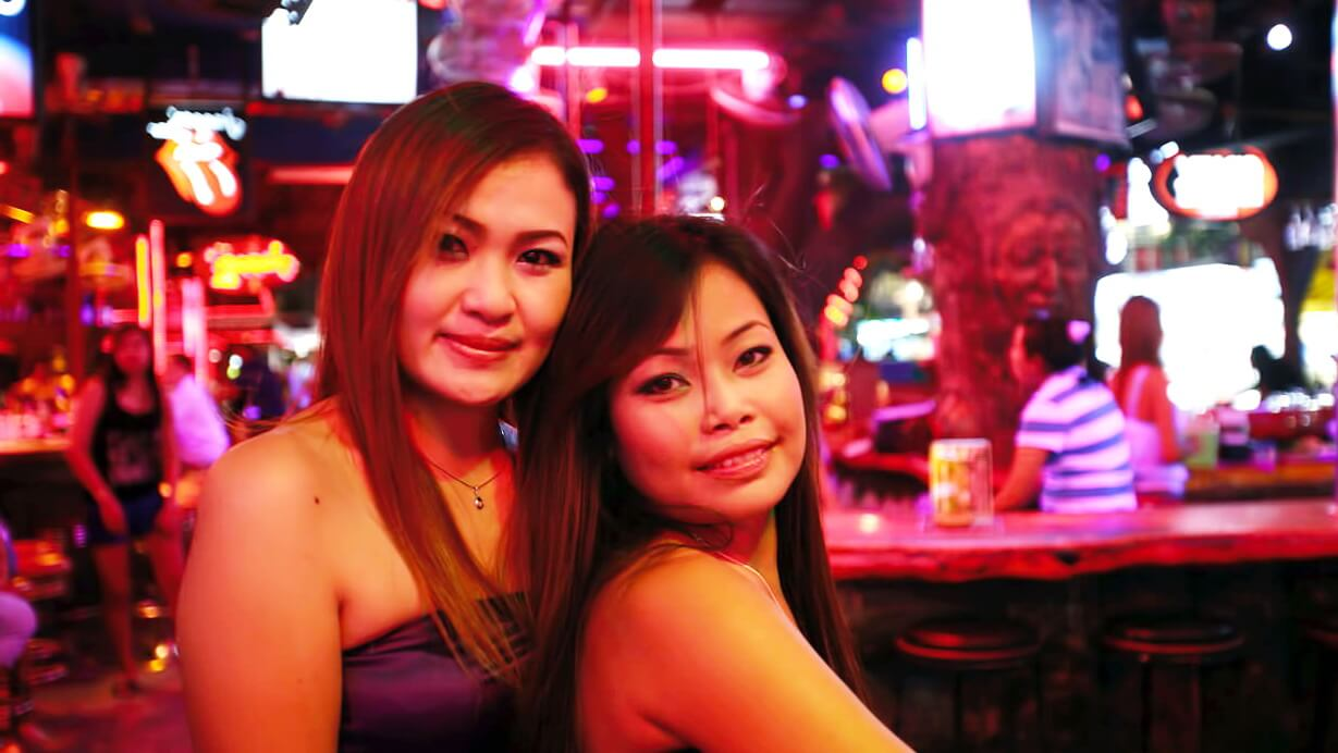 phuket black single women The single dude's guide to patong beach, thailand: sleazy tourist trap by charlie bushmeister february 13, 2013 recently, team single dude found themselves on a short trip to patong beach in phuket, thailand.