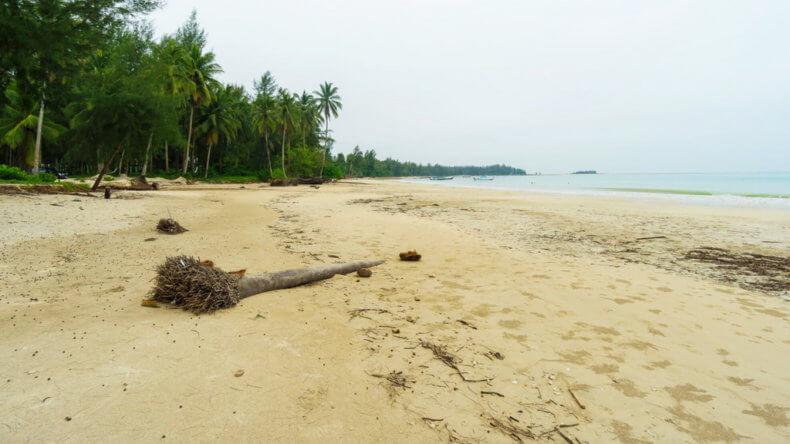 Пляж Банг Сак (Bang Sak Beach) в Као Лак