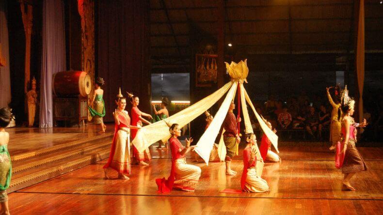 Традиционное шоу в парке Нонг Нуч