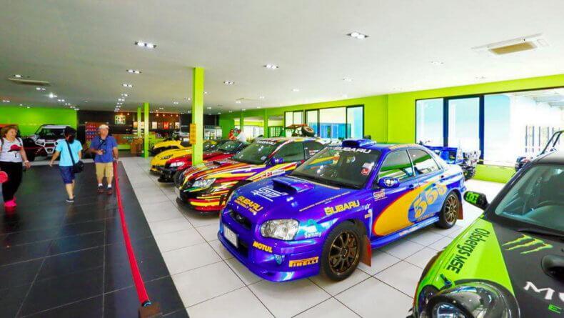 Выставка автомобилей в парке Нонг Нуч