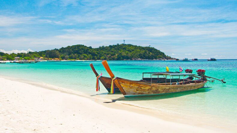 Лонгтейлы у пляжа Pattaya Beach на острове Ко Липе