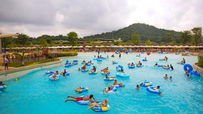 Большой бассейн Double Wave Pool в аквапарке Рамаяна Паттайи