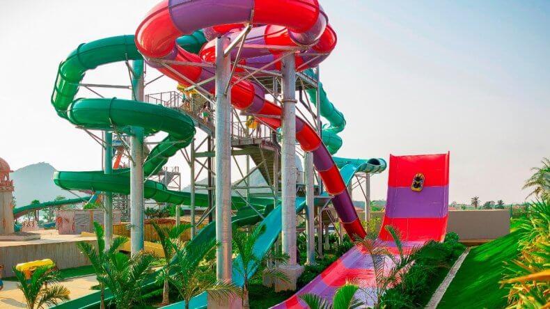 Сумасшедший спуск с трамплином Bumerango в аквапарке Рамаяна Паттайи