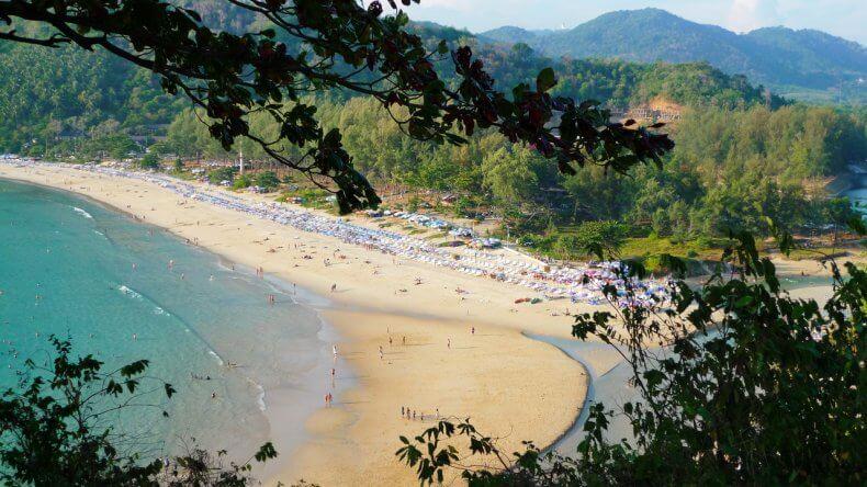 Пляж Най Харн Бич на Пхукете
