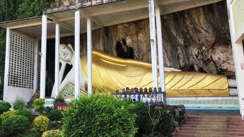 Храм лежащего Будды Wat Sai Thai в Краби