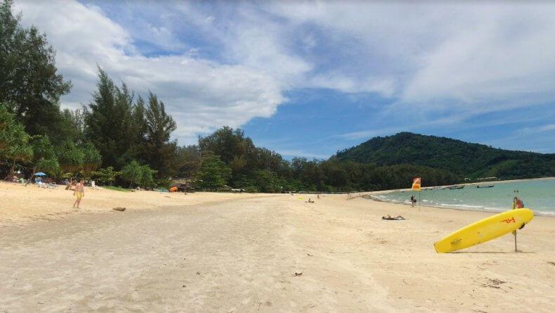 Центральная часть пляжа Най Янг Бич на Пхукете