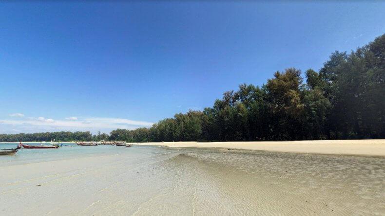 Южная часть пляжа Най Янг Бич на Пхукете