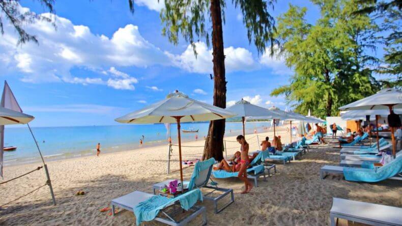 Южная часть пляжа Банг Тао Бич на Пхукете
