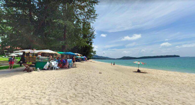 Центральная часть пляжа Банг Тао Бич на Пхукете