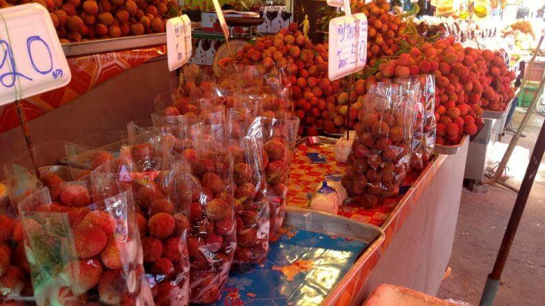 Как выбрать фрукт личи в Тайланде