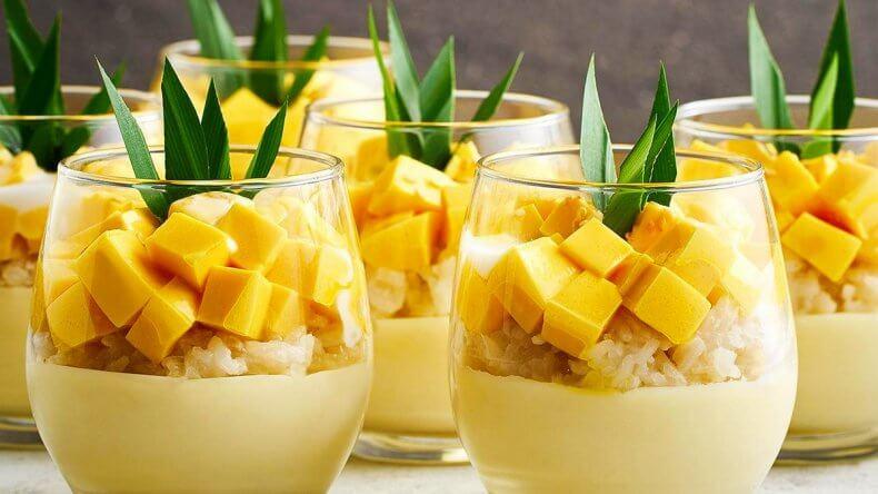 Сладкий рис с манго в Тайланде